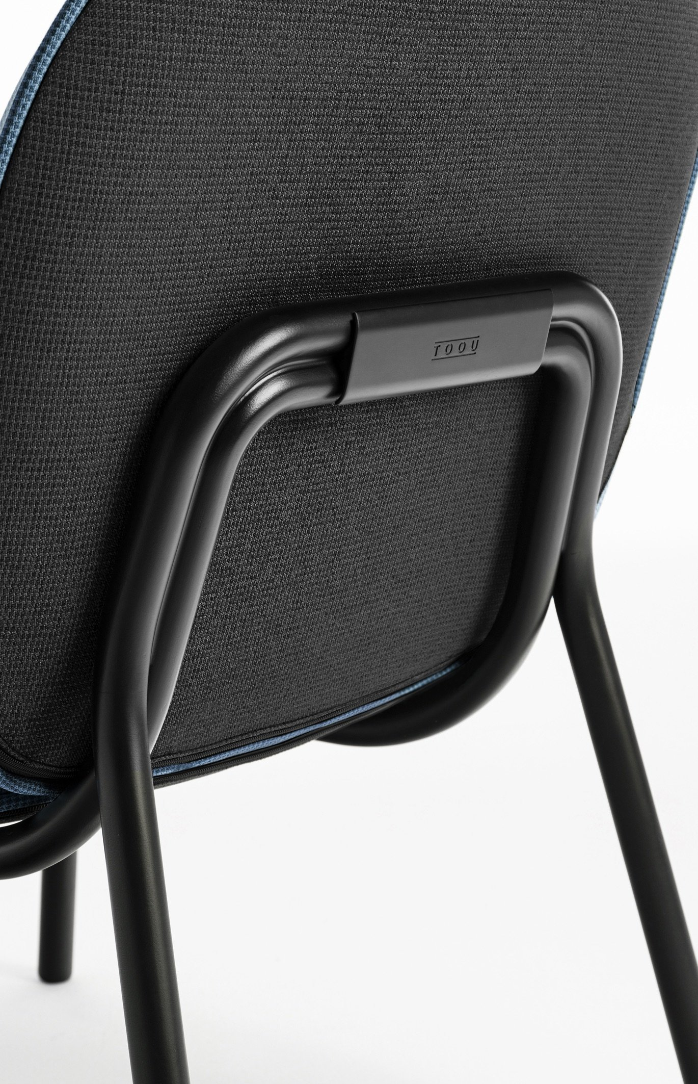 Tasca Lounge Chair by TOOU. Back detail foto, Gabriel Fabric, black metal frame