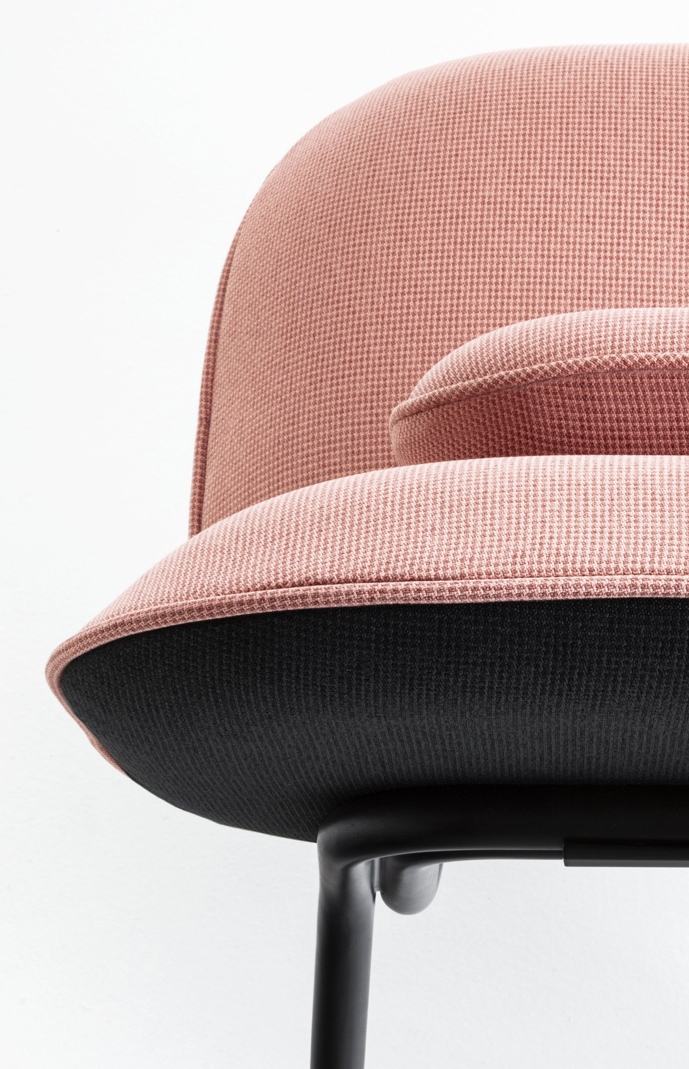 Tasca Lounge Chair | frontal detail foto, Gabriel pink salmon Fabric